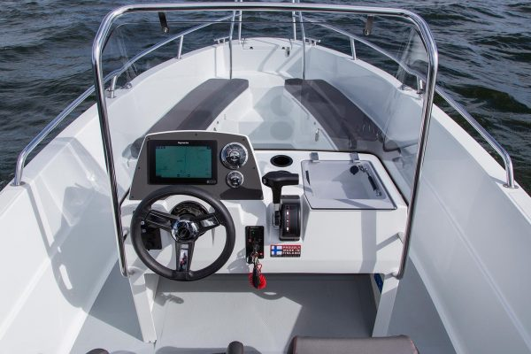 AMT 190 R Cockpit   Boat Solutions, Utting am Ammersee