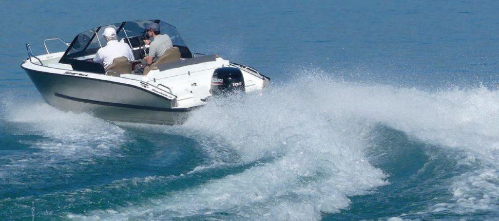 Ein Testbericht über das Silver Hawk BR im WAVE Magazin, Foto: Thomas Hulliger | Boat Solutions