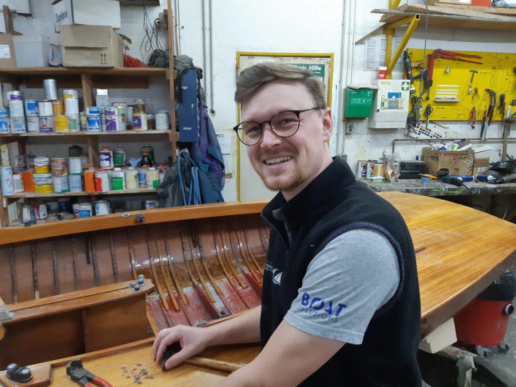 Bootsbauer Jonas Ortner erzählt von seinem Berufsalltag, Foto: Jonas Ortner | Boat Solutions