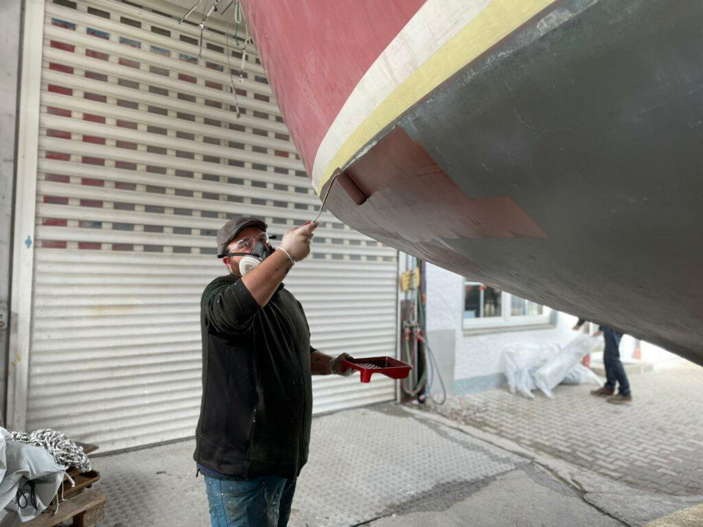 Auftragen des Antifouling-Anstrichs | Boat Solutions, Utting am Ammersee