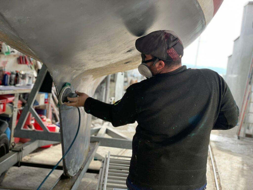 Vorbereiten des Unterwasserschiffs für das Antifouling | Boat Solutions, Utting am Ammersee