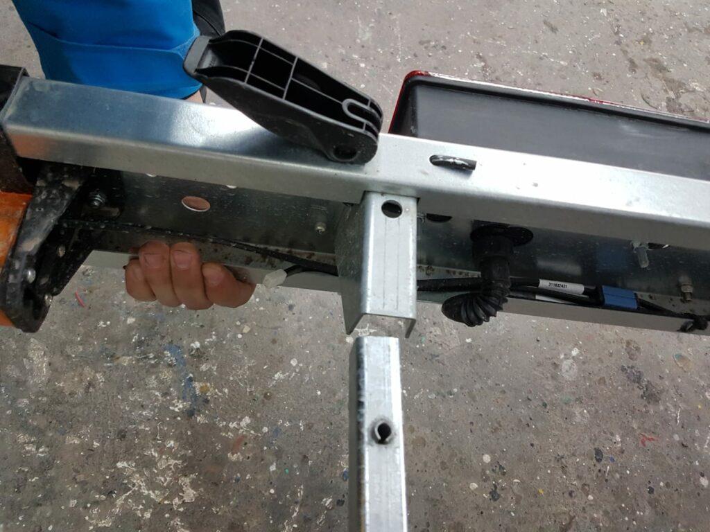Entfernen der Lichtleiste des Trailers | Boat Solutions, Utting am Ammersee
